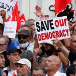 تونس: اعتداءات على حق الصحفيين ونواب شعب في حرية التعبير